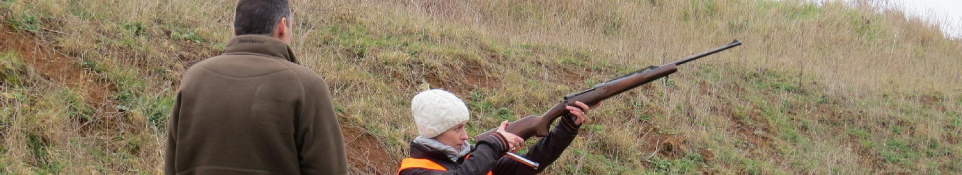 candidate vérifiant le canon de son arme